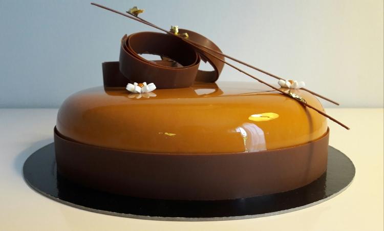 L entremet chocolat et caramel exotique les desserts de for Glacage miroir caramel
